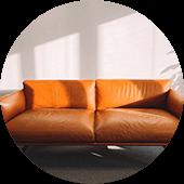 ソファーやテーブルなどのインテリア